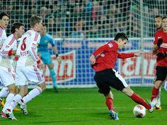 Freiburg und Leverkusen trennen sich mit torlosem Remis  --   Der SC Freiburg hat eine weitere Reifeprüfung in der Fußball-Bundesliga bestanden. In einem hart umkämpften und spannenden Spiel trennte sich das Überraschungsteam dieser Saison gestern im heimischen Stadion 0:0 vom Champions-League-Anwärter Bayer Leverkusen.