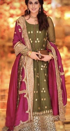 Shadi Dresses, Pakistani Formal Dresses, Pakistani Dress Design, Indian Dresses, Indian Suits, Pakistani Fashion Party Wear, Pakistani Wedding Outfits, Party Wear Lehenga, Stylish Dress Designs