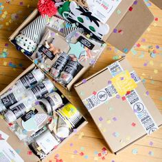 Party kit Party In A Box, Party Kit, Birthday Box, Birthday Gifts, Creative Gift Packaging, Cumpleaños Diy, Eid Party, Fun Mail, Little Presents