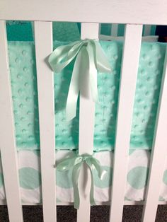 In honour of Baby Tweedle's due date THIS WEEK, I am posting EVERYDAY to bring you the nursery I keep bragging about!      I made both the q...