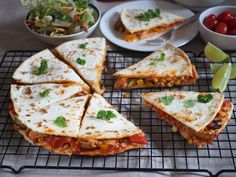 Quesadillas, Guacamole, Tacos, Food And Drink, Healthy Eating, Pizza, Cheese, Meals, Cooking