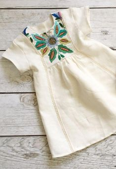 Sewing Baby Girl Little Girls Handmade Linen Dress With Vintage Embroidery Little Girl Fashion, Toddler Fashion, Kids Fashion, Fashion Clothes, Girl Clothing, Baby Outfits, Kids Outfits, Little Girl Dresses, Girls Dresses