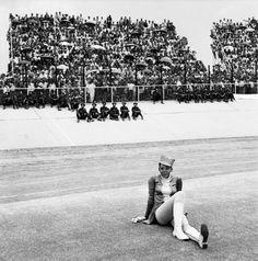 © David Goldblatt « Drum majorette », Orlando stadium 1972 – Courtesy La Chambre