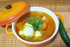 Ciorba ungureasca cu galuste din cartofi Hungarian Recipes, Vegan Dinners, I Foods, Thai Red Curry, Carne, Goodies, Food And Drink, Soup, Cooking Recipes