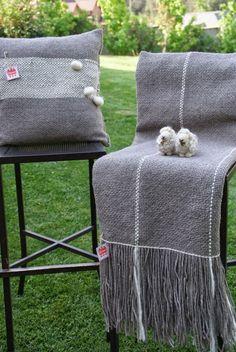 Emma - Almacén de cosas lindas: MANTAS & COJINES Tapestry Weaving, Loom Weaving, Embroidery 3d, Types Of Weaving, Weaving Projects, Weaving Techniques, Basket Weaving, Linen Bedding, Fiber Art