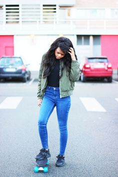 Khaki bomber, black body, blue high-waisted jeans, huarache sneackers, skateboard