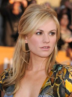 Anna Paquin at the 2010 SAG Awards. In theory, my hair should do this easily, but it doesn't.