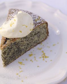 Almond cake with lemon and poppy seeds a la Jamie Oliver. Must try this - remember once I had a recipe for a banana bread from him, with poppy seeds, which was delicious!