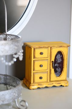 DIY Til We Die: {Amanda} Jewelry Box Makeover!