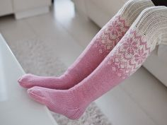 Life with Mari: Ylipolven villasukat ♥ OHJE Sexy Socks, Knitting Socks, Mittens, Knit Crochet, Knitting Patterns, Slippers, Sewing, Crocheting, Converse
