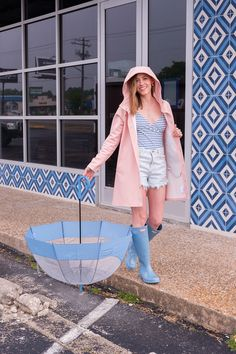 The rain gear I use the most: my pink Stutterheim raincoat, blue Hunter boots, and Hunter bubble umbrella Hunter Boots Fashion, Hunter Boots Outfit, Timberland Fashion, Pink Raincoat, Hooded Raincoat, Raincoats For Women, Jackets For Women, Cheap Rain Jackets, Rain