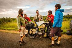 Malawi je vlhká krajina s milými ľuďmi, prekvapilo nás najmä množstvo bicyklov (Zdroj: Marek Rudanský) Couple Photos, Couples, Couple Shots, Couple Photography, Couple, Couple Pictures