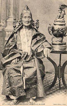 VIETNAM - Une Bonzesse Annamite de la Cour de Hué    một bà phi già trong Triều đình Huế