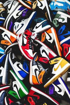 What's your favorite Air Jordan I color-way? Since they've released jordanbrand chicagobulls nba nike sneakers shoeplug love Jordan Shoes Wallpaper, Sneakers Wallpaper, Nike Wallpaper Iphone, Hype Wallpaper, Wallpaper Art, Iphone Wallpapers, Jordan Shoes Girls, Air Jordan Shoes, Air Jordan Retro