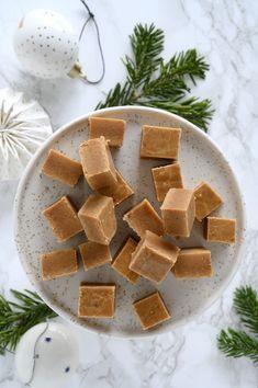 Vanilla Fudge, Homemade Vanilla, Mars Bar Squares, Fudge Recipes, Cake Recipes, Christmas Sweets, Christmas Time, Rocky Road, Confectionery