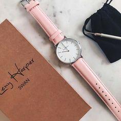 Swan Amore - Leny Harper. Montre rose pastel l'accessoire mode et tendance pour ce printemps 2017.