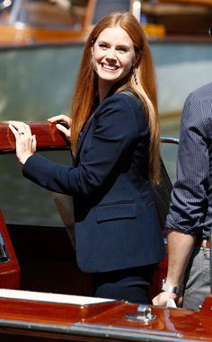 The actress arrives by boat to promote the Tom Ford-directed Nocturnal Animals with Jake Gyllenhaal. Amy Adams Style, Actress Amy Adams, Joanna Garcia, Redhead Teen, Animal Fashion, Beauty Women, Beauty Full, Celebs, Celebrities