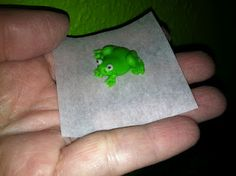 The Iced Queen: Tiny Frog in Royal Icing. Lots of other royal icing creations.