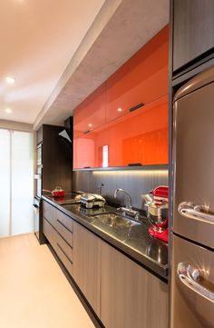 Como decorar sua cozinha com requinte e estilo Kitchen Furniture, Small Kitchen, Kitchen Room, Kitchen Remodel, Kitchen Decor, Modern Kitchen, Home Kitchens, Kitchen Sets, Kitchen Design