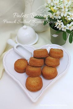 Palets Bretons: French Salted Butter Biscuits Irresistible buttery cookies from Brittany and so easy too! Egg Yolk Recipes, Baking Recipes, Cookie Recipes, Biscuit Cookies, Biscuit Recipe, Easy French Recipes, Compulsive Eating, Crackers, Traditional French Recipes