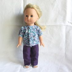 Habit de poupée : chemisier fleuri et pantalon violet pour poupée just like me, götz, 27 cm