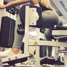 -- Today's workout  1⃣ try these kickbacks on a bench to get a higher kick  2⃣ maxing out the Hip abductor machine
