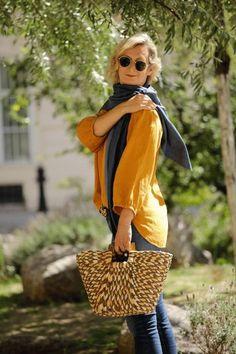 Schal aus feinstem Loden aus 100% Merinowolle. Das Schultertuch besticht durch ein angenehmes Tragegefühl. Das Dreieckstuch ist personalisierbar durch ein individuelles Monogramm und somit ein perfektes Geschenk. Passend zum modernen Outfit und zu Dirndl und Tracht.----- Shawl made from finest loden from 100% merinowool.  Scarf, shoulder scarf. Suitable to modern outfits and traditional clothes like dirndl. Perfect personalised Gift. #scarf #austriandesign #merinowool Moderne Outfits, Straw Bag, Minimalism, Summer Outfits, Material, Gifts, Bags, Gift Ideas, Fashion