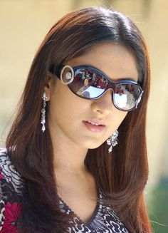 Girl With Sunglasses, Sunglasses Women, Romantic Girl, South Indian Actress Hot, Four Eyes, Brunette Woman, Womens Glasses, Cute Faces, India Beauty