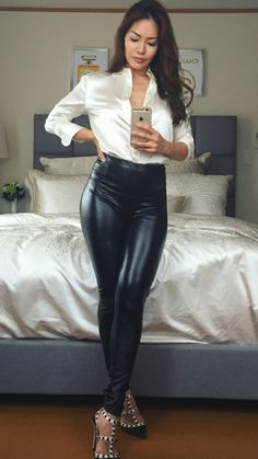 Beautiful women wearing satin blouses or dresses Leather Leggings Outfit, Shiny Leggings, Leggings Are Not Pants, Satin Bluse, Leder Outfits, Blouse Outfit, Denim Blouse, Leather Fashion, Satin Dresses