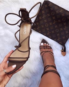 Uploaded by ~luxurious Taste~. Find images and videos about fashion, shoes and heels on We Heart It - the app to get lost in what you love. Fancy Shoes, Crazy Shoes, Me Too Shoes, Zapatos Shoes, Shoes Sandals, High Heel Boots, Heeled Boots, Hype Shoes, Mode Streetwear
