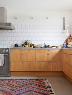 Mid-century kitchen, wood lower cabinets and no uppers House of C | Interior blog: American cool