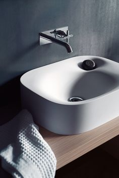 Bathroom Nivis washbasin (2010) by Andrea Morgante (Shiro Studio)