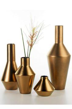 Canecos #ceramics #homelivingceramics #vase #gold #metal #homeaccessories #interiordesign   www.arfaigm.com