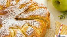 La torta alle mele e mascarpone è un'alternativa alla classica torta di mele, in cui però il burro e l'olio vengono sostituiti dal mascarpone. Il risultato? Una torta morbidissima e dal sapore molto delicato! Una fetta tira l'altra! Molti pensano che il mascarpone possa essere usato solo per preparare la crema del&nb