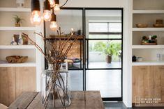 Stalen deuren Cozy Cottage, House Rooms, Home Living Room, Glass Door, Modern Interior, My Dream Home, Home Remodeling, Interior Decorating, Sweet Home