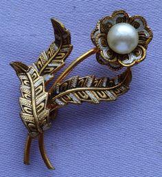Vintage DAMASCENE Pearl Enamel Daisy Flower Brooch