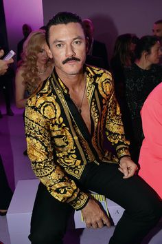 Luke in the front row of the Versace show during the Milan Fashion Week, spring/summer 21 September And of course wearing… Luke Evans, Best Dressed Man, Well Dressed, Versace On The Floor, Gq Style, Donatella Versace, Denim Button Down, Avan Jogia, Gq Magazine