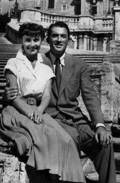 """Audrey Hepburn y Gregory Peck en """"Vacaciones en Roma"""" (Roman Holiday), 1953 Gregory Peck, Audrey Hepburn Roman Holiday, Audrey Hepburn Photos, Golden Age Of Hollywood, Classic Hollywood, Old Hollywood, Divas, William Wyler, Gene Kelly"""