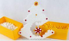 http://www.mespetitsbonheurs.com/sapin-de-noel-en-perles-hama-a-poser-nouveau-modele/