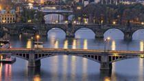 L'atmosphère de conte de fées de Prague... Son caractère magique lui vaut le mythe d'être la porte d'accès vers d'autres mondes. . #prague #czechrepublic #republiquetcheque #europe #romantique #romantic #charme #travel #trips #merveille #tripadvisor #voyageexpert #wanderlust #viator #getaway #voyage #tourisme #decouverte #bucketlist #vacances #holidays #amazingdestination