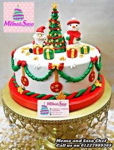 Christmas cake by Mero Wageeh Christmas Themed Cake, Christmas Cake Designs, Christmas Cake Decorations, Christmas Cupcakes, Christmas Sweets, Holiday Cakes, Christmas Cooking, Fondant Christmas Cake, Super Torte