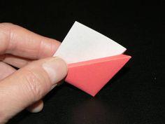 今回の折り紙は、ある雑誌に宇井野京子さんが「やさしいしおり」として紹介されていた「三角のしおり」です。ネットサーフィンするうちに、折り紙...