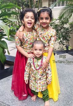 Twin Outfits, Mom Outfits, Kids Dress Wear, Kids Wear, Cute Outfits For Kids, Cute Kids, Kids Lehenga Choli, Kids Ethnic Wear, Baby Dress Design