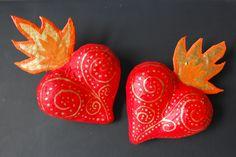 corazones en mache, de mi creación /  Hearts made by myself using mache technique