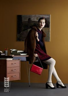 photo de mode : Julia Hetta, pour Orla Kiely, Fall Winter 2013/2014, brun, bureau