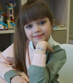 Irmã 1 Cute Little Baby Girl, Beautiful Little Girls, Beautiful Children, Beautiful Babies, Pretty Kids, Cute Kids, Cute Babies, Preteen Fashion, Kids Fashion