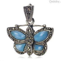 Srebrny wisiorek w kształcie pięknego motylka