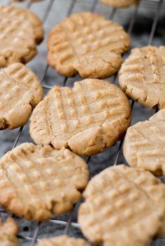 Old-School Easy Peanut Butter Cookies Classic Peanut Butter Cookies, Best Peanut Butter, Butter Cookies Recipe, Peanut Butter Recipes, Cocoa Cookies, Chocolate Chip Cookies, Ginger Cookies, Xmas Cookies, Iced Cookies