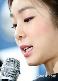 [동아포토]'피겨여왕' 김연아, 세월호 참사는 다시는 반복되지 않길.. : 뉴스 : 스포츠동아