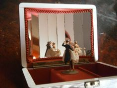 VINTAGE REUGE MUSIC JEWELLERY BOX WITH BALLROOM DANCING COUPLE & MIRRORS | eBay